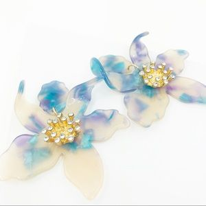 CLOSET REHAB Jewelry - RESTOCKED Crystal Lily Drop Earrings in Blue Torti